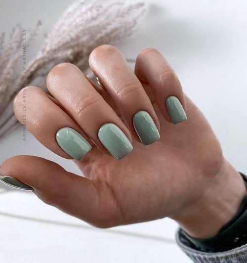 Plain mint manicure