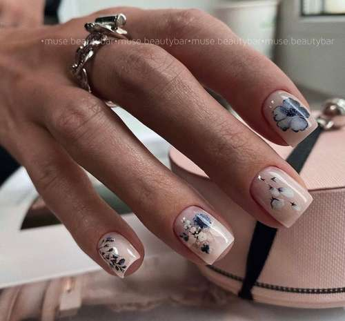 Delicate short manicure photo