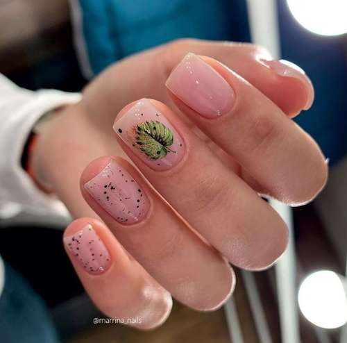 Nude manicure with leaves