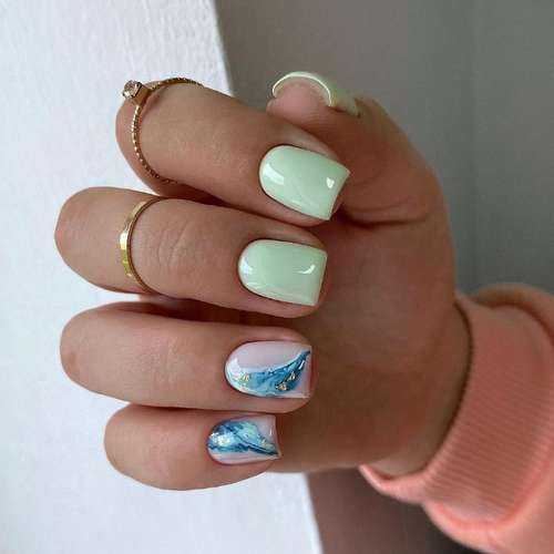 Delicate light green manicure