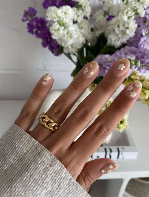 Delicate manicure for short nails 2021: photos, new designs