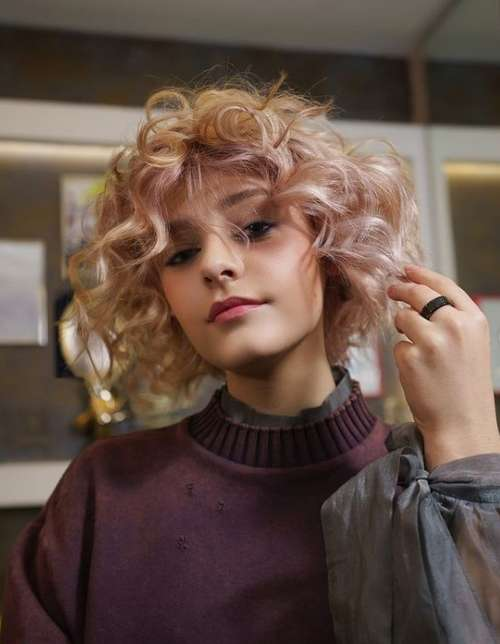 Fashion for curly bangs