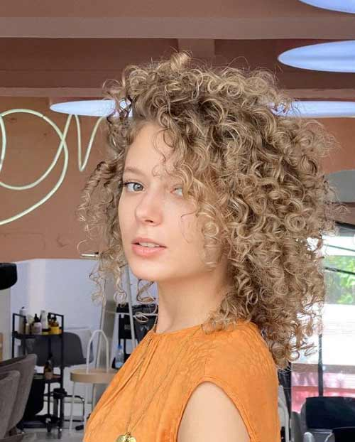 Haircuts for girls with curly hair