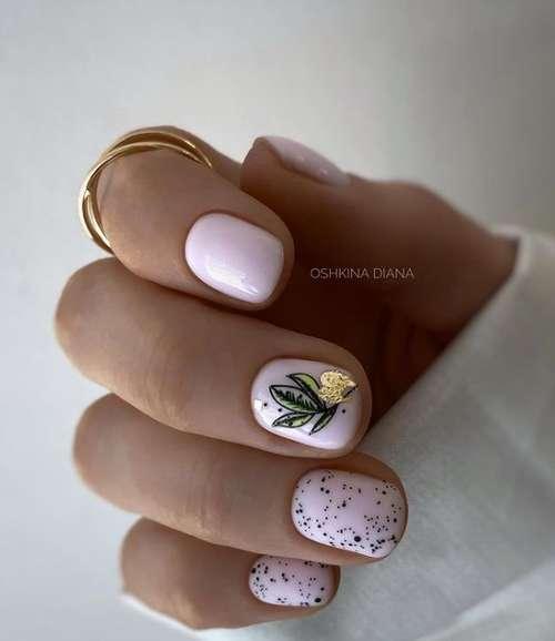 Manicure with leaf pattern