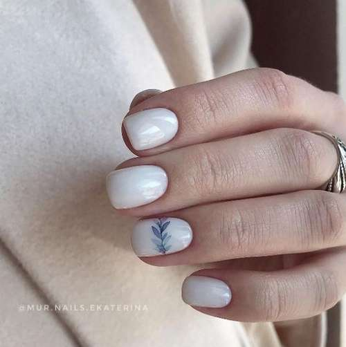 Short manicure with a twig
