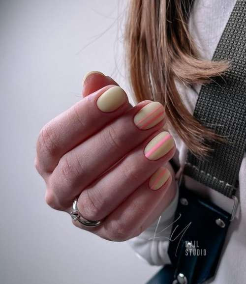 Manicure with a pattern for short nails: trends 2021, photos