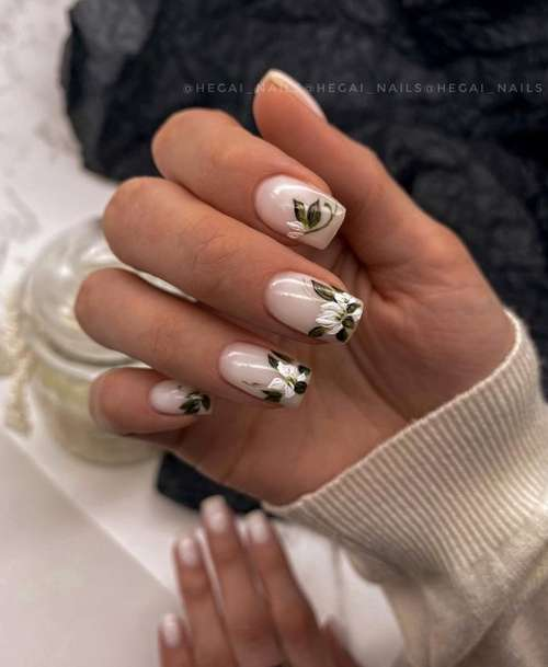 Drawing on the tips of the nails