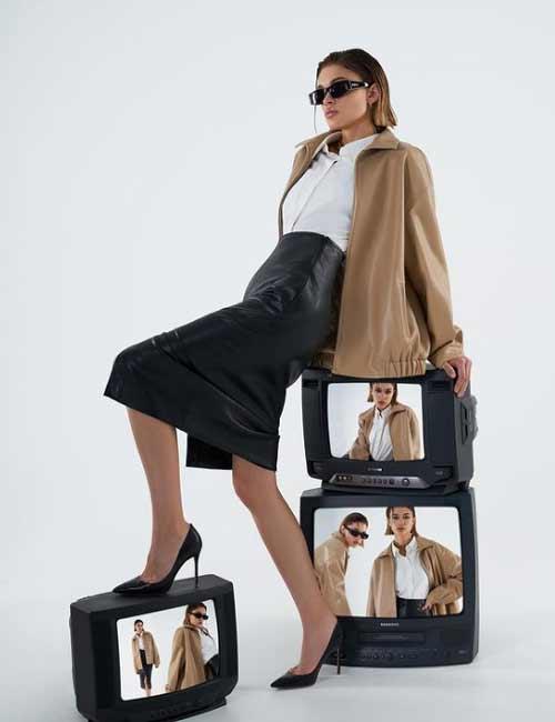 Slit leather skirts