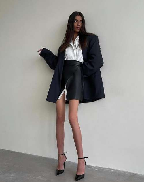 Short skirts with a slit