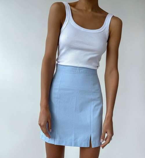 Mini skirt small slit