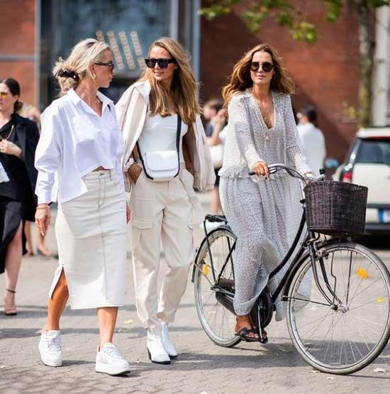 How to wear a white slit denim skirt