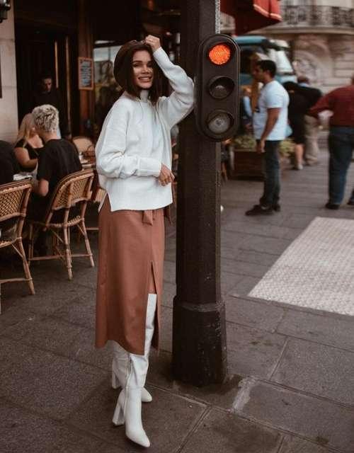 Fashionable midi skirt