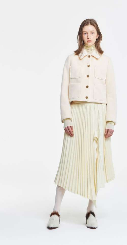 Pleated look with slit