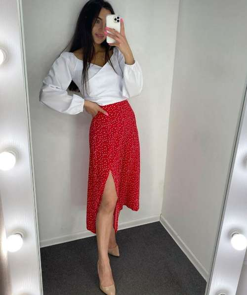 Images with a fashionable skirt