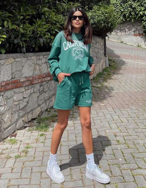 Tracksuit with shorts