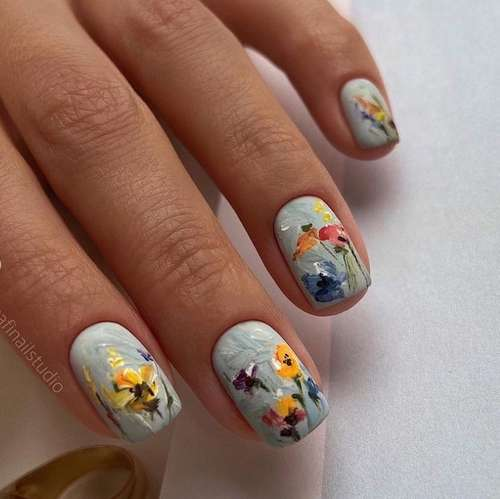 Manicure with a pattern for short nails photo