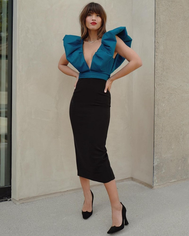 Choosing trendy midi skirts 2021-2022 and composing the best looks.  Photo.  Examples of