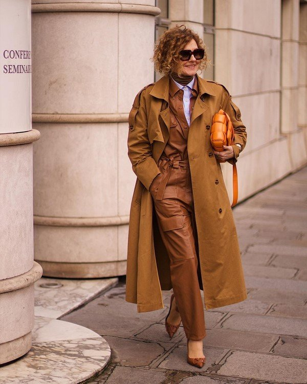 How should older women dress?  Fashionable looks for women after 40