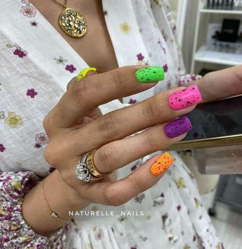 Quail bright design nails