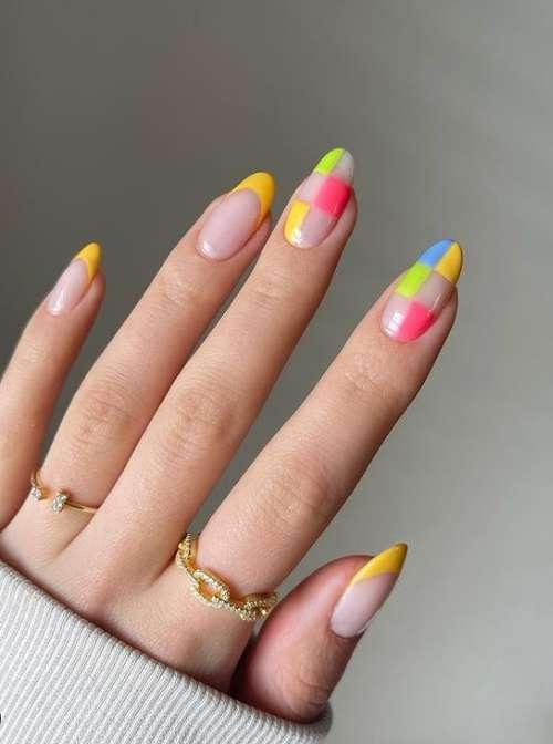 Bright nails photo