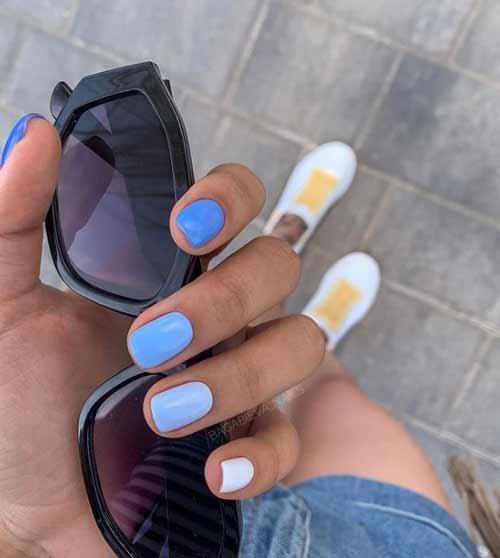 Marine ombre manicure