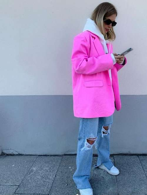 Fashionable look with jeans