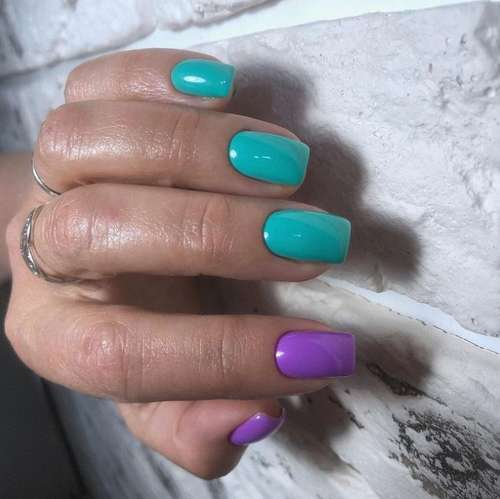 Turquoise two-tone manicure