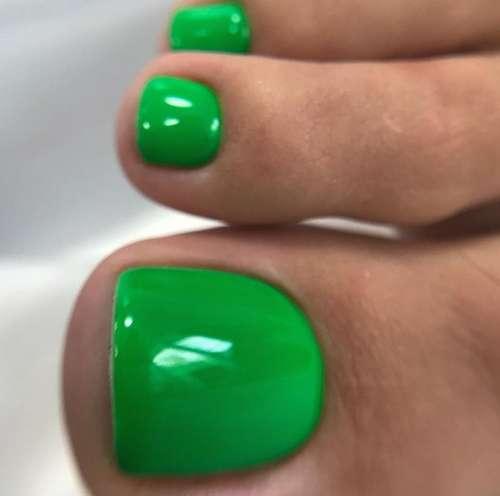 Beautiful green pedicure color