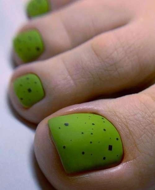 Matte green pedicure