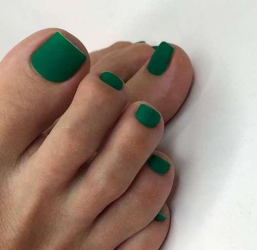 Dark green pedicure