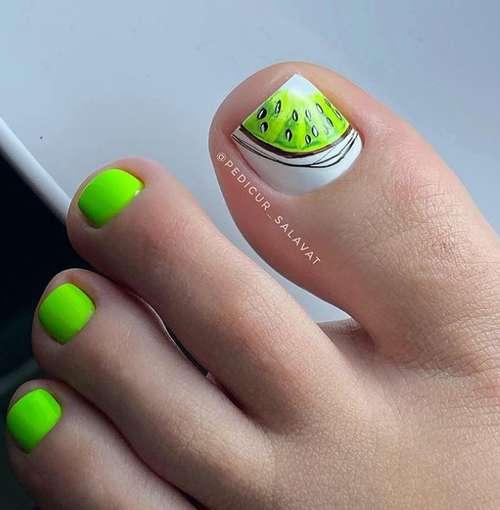 Green pedicure 2021-2022: photo, trendy design