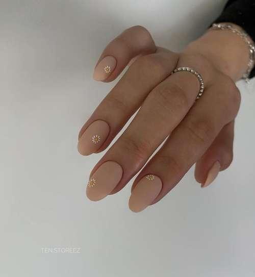 Beige manicure 2021-2022: new nail designs