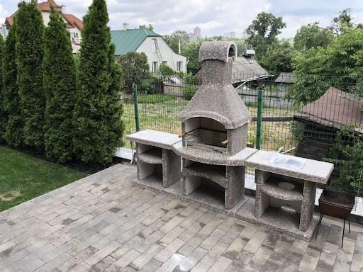 Decorative stone elements as an integral part of landscape design