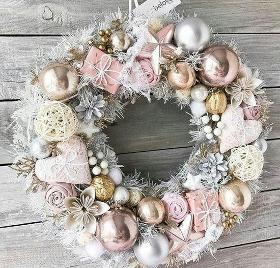 Choosing New Year's wreaths for your home.  Photo examples of the most interesting solutions