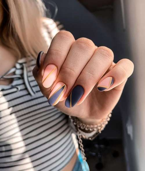 Manicure with gold stripes