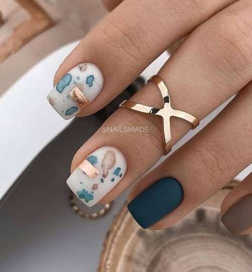 Glitter stripes manicure