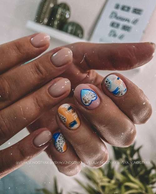 Short nails design with gold