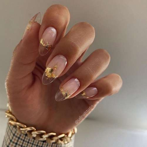 Manicure with gold 2021-2022: trendy design novelties